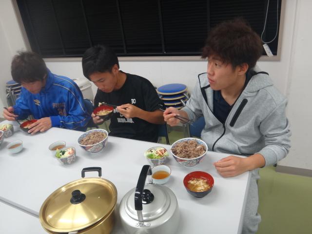 28ゆうご飯食べる②.JPG