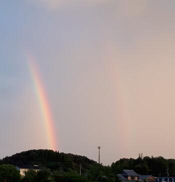 虹が虹が空にかかって.jpg